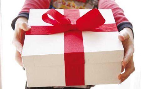 بسیاری از شرکت ها و موسسات برای ارتقای جایگاه برند خود در بازار از شیوه متداول «هدیه دادن» استفاده می کنند. البته این شیوه بازاریابی بیشتر مورد علاقه برندهای تازه تاسیس است اما به خوبی برای برندهای باسابقه و مشهور نیز کارایی دارد. در واقع این شیوه، کاربرد گسترده ای در تمام کسب و کارها […]